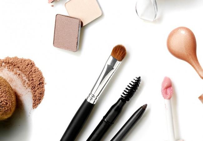 Wie sollte man Make-up Pinsel pflegen?