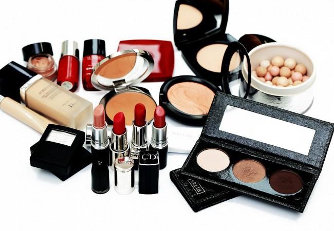 Universelle Kosmetikprodukte, die jeder Frau stehen