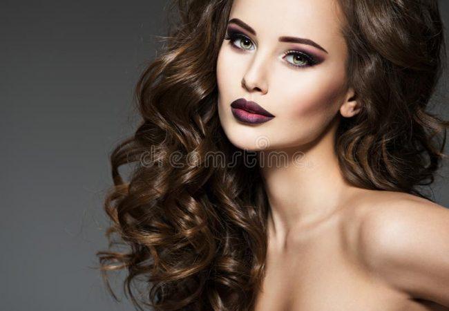 Emollientien, Proteine und Feuchthaltemittel – wieso sind sie so wichtig in der Haarpflege?