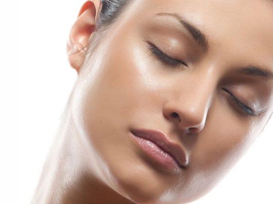 Pflege der fettigen Haut – die besten Methoden für schöne Haut
